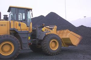 LG953在山东新联新型建材加工工厂施工