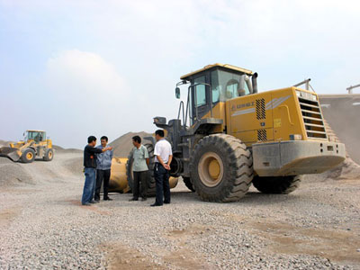 Lingong loader and technicians working at Hebei