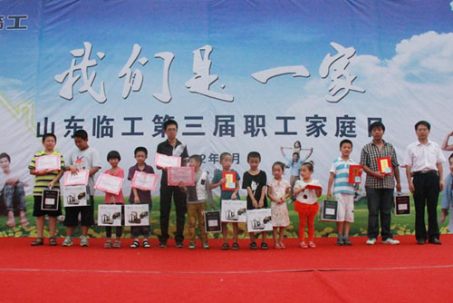 Prize-giving at the closing ceremony